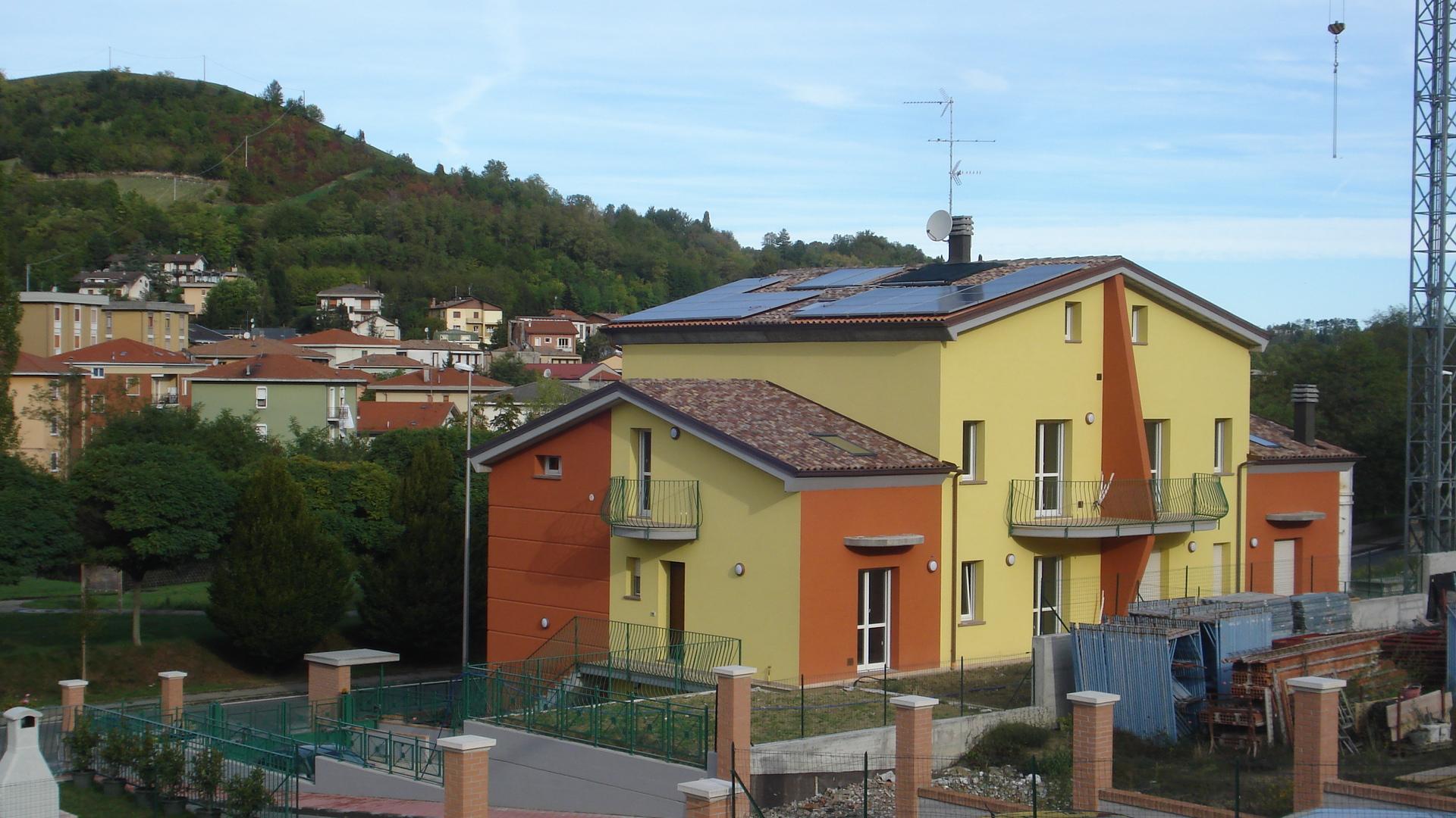 Casedirusso vendita appartamenti e ville a salsomaggiore for Piani duplex con garage in mezzo